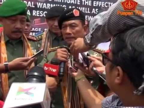 Panglima TNI Tanam Pohon Kemiri di Perbatasan Kalbar