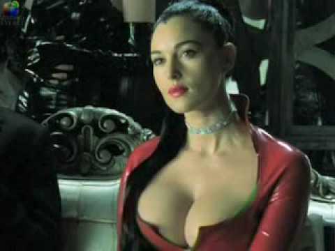 傳說中007最新一季女主角的新絕招竟然是胸部增大術勾引壞蛋!