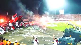 Download Video NSB 12 Hujan flare saat laga, Detik-detik The Jakmania larang polisi tembakkan gas airmata MP3 3GP MP4