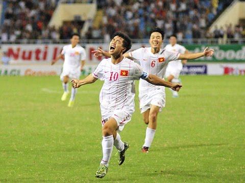 HLV U19 Việt Nam Ăn mừng bàn thắng của Công Phượng