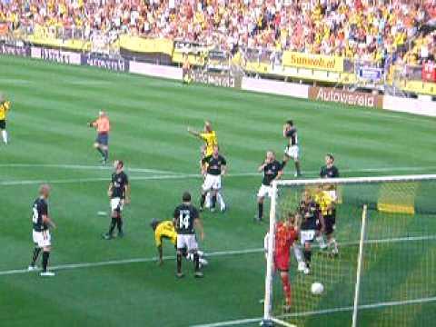 Un buen gol de Matthew Amoah