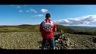 Zapraszamy do obejrzenia klipu Barona który zapowiada jego solową płytę.Jest to drugi klip promujący jego nadchodzący materiał.Premiera płyty planowana jest na wrzesień pod wydawnictwem B.O.R RECORDS.Tytuł:Poza OjczyznąSłowa:BaronBit:PsrMix,master:JulasVideo:Filip Wendland