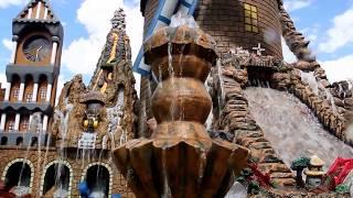 O cenário tem 4 metros de largura por 3.80 de altura, tem fontes de água chafariz cascatas torre de castelo moinho medieval torre de relógio vulcão em erupçã...