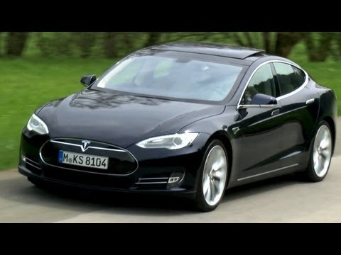 tesla - http://focus.de/videos - Elektroautos sind kleine ko-Kisten mit null Komfort? Von wegen -- das Tesla Model S ist ein Premium-Kreuzer mit Sportwagen-Performa...