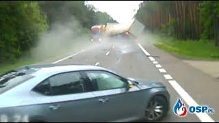 Groźny wypadek trzech samochodów ciężarowych i osobówki. Nagranie z wideorejestratora.
