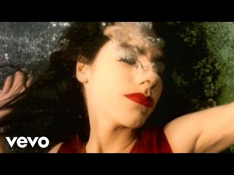 Tekst piosenki PJ Harvey - Down By The Water po polsku