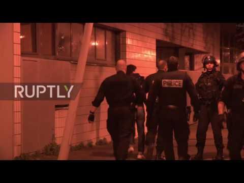 (VIDEO) Kako izgleda kada Kinezi napadnu policiju usred Pariza data-original=