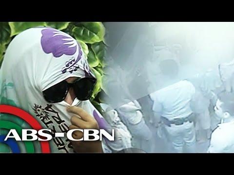 y - Inilabas na ang kuha sa CCTV ng bar na sinalakay ng grupo ni Superintendent Erwin Emelo ng Southern Police District. Subscribe to ABS-CBN News channel! - http://bit.ly/TheABSCBNNews Watch...