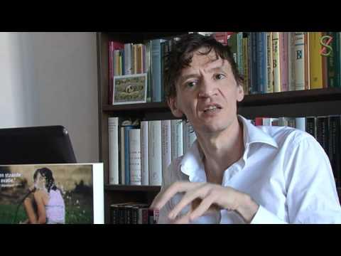 Peter Buwalda houdt lezing bij het jaarlijkse dictee in bibliotheek Dronten
