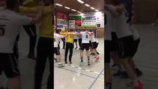 Siegestanz des TV 87 Stadtoldendorf nach dem Auswärtssieg beim MTV Großenheidorn II
