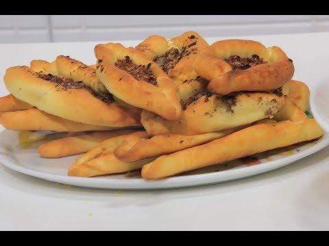 العرب اليوم - بالفيديو : طريقة إعداد فطائر بالزعتر والسماق