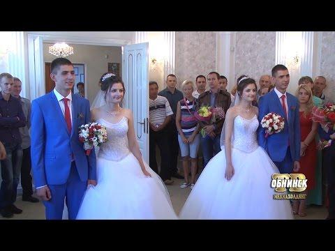 В одном загсе расписались две невесты и два жениха, как две капли воды похожие друг на друга