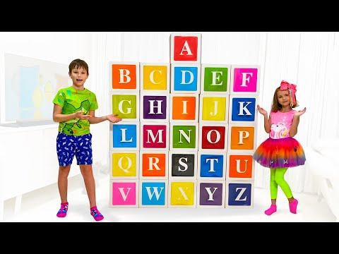 Katy y Max y sus juguetes alfabéticamente