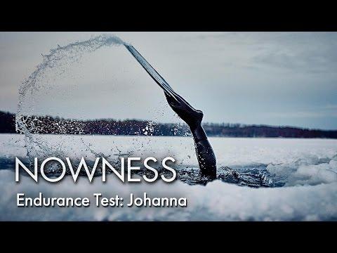 Η Johanna Nordblad κολυμπάει κάτω από τους πάγους της Αρκτικής
