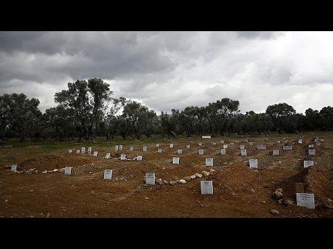 Λέσβος: Πολλαπλασιάζονται οι «ανώνυμοι» τάφοι προσφύγων