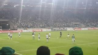 Está jogando muito este Willian, que marcou o segundo gol do Palmeiras, tem que arrumar um lugar pra ele no time titular.