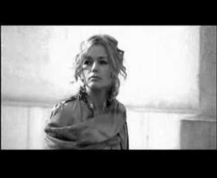 Tekst piosenki Mezo & Kasia Wilk - Sacrum po polsku