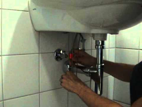 Монтаж бесконтактного смесителя на раковину