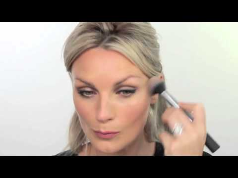 techniques - Nic shows us how to transition our summer look into a chic fall look by adding winged liner, warming up her cheeks and creating a show stopping lip. She starts by adding black gel liner with...