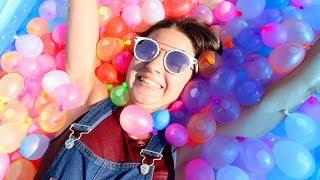 PISCINA PIENA DI PALLONCINI D'ACQUA! (1000 Water Balloons in a Pool)