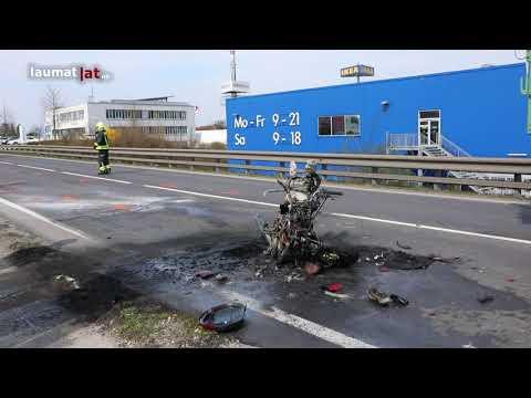 Motorrad nach Auffahrunfall auf Kremstalstraße in Ansfelden in Flammen aufgegangen