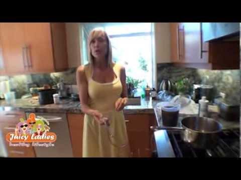 Juicy Ladies - Preparing your enema?