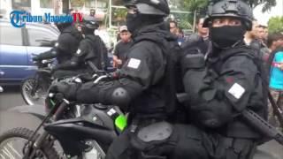 Video TNI Beraksi di Tengah Massa Demonstran MP3, 3GP, MP4, WEBM, AVI, FLV September 2018