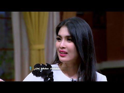 gratis download video - Sandra-Dewi-Termangu-Sang-Suami-Tibatiba-Ada-Tompelnya