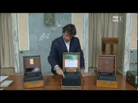 L'ufficio alla Farnesina deputato al controllo dei codici cifrati. All'interno una collezione degli strumenti usati per nascondere le comunicazioni importanti