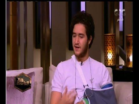 أحمد مالك يظهر بذراع مكسورة مع لميس الحديدي
