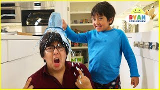Video Ryan Pretend Play with Polymer Science Experiments for Kids! MP3, 3GP, MP4, WEBM, AVI, FLV Juli 2019