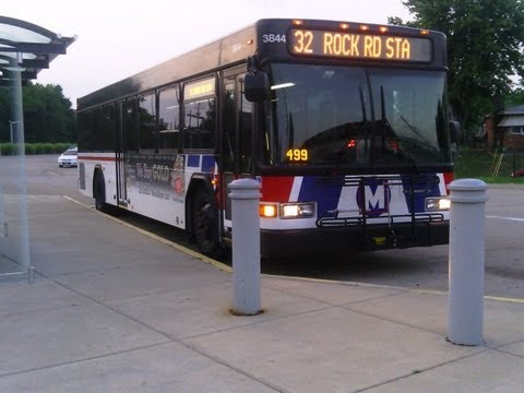 low floor - St. Louis Metro Transit's 2011 40 foot Gillig Low Floor #3844 Route #57 Maplewood-Wildwood Welcome Aboard the #57 Bus from Maplewood Metrolink Station in St....