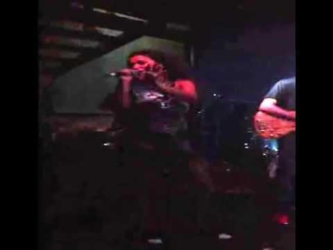 Mc Sabrina – Morador de Favela – Ao vivo na Nuth