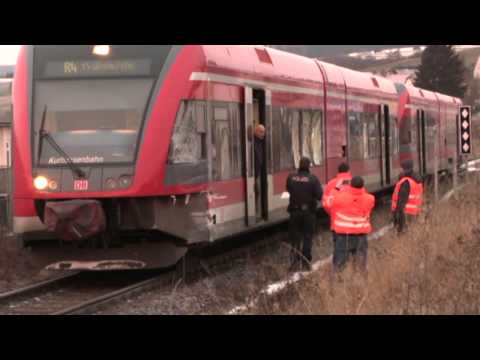 Twiste: Regionalzug rammt Lastwagen