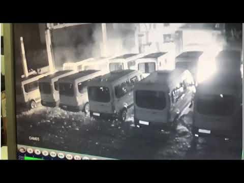 В Кингисеппе ночью сгорели 12 микроавтобусов-такси