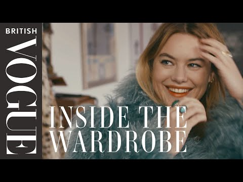 Camille Rowe's French Style Secrets: Inside the Wardrobe | British Vogue (видео)