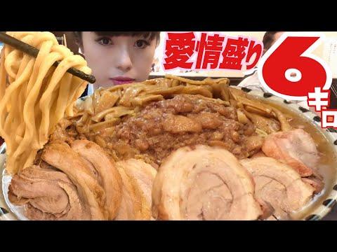 愛情盛り死闘【大食いチャレンジ】濃厚二郎系ラーメン麺増し6キロ超チーズカレー【デカ盛り … видео