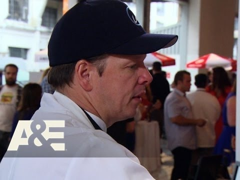 Wahlburgers: Paul Competes in the Battle of the Burgers (Season 3, Episode 8) | A&E