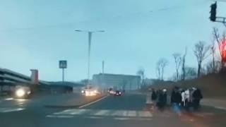 Во Владивостоке водитель джипа врезалась в толпу пешеходов