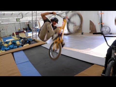 BMX RIDING IN AN ABANDONED GYMNASTICS GYM!! (видео)