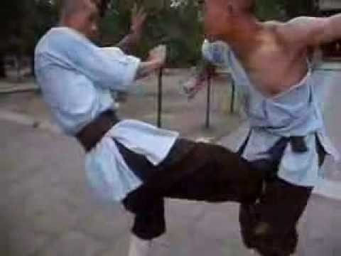shaolin munk - Shaolin monks sparring, courtesy of chinese documentary. You can see the various techniques employed for attacking, blocking, and counterattacking. Rare.