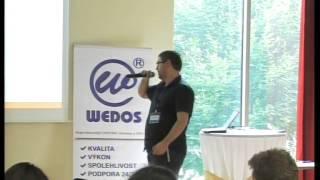 Foto z akcie WordPress konference prednáša Vladimír Smitka.