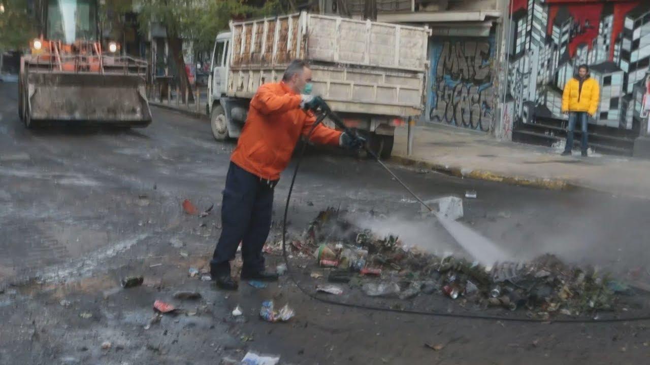 Εξάρχεια: Καθαρισμός μετά τα επεισόδια
