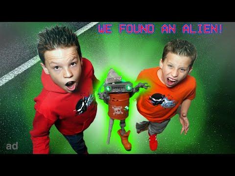 Escape the Aliens! Crazy Junk Bot Mystery!