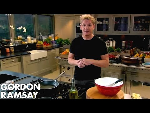 Gordon Ramsay Demonstrates How To Make A Chocolate Mint Cake - Thời lượng: 4:02.