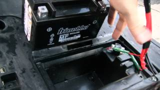 5. How to charge a scooter battery: Yamaha Vino 125 & Battery Tender Jr. (HD)
