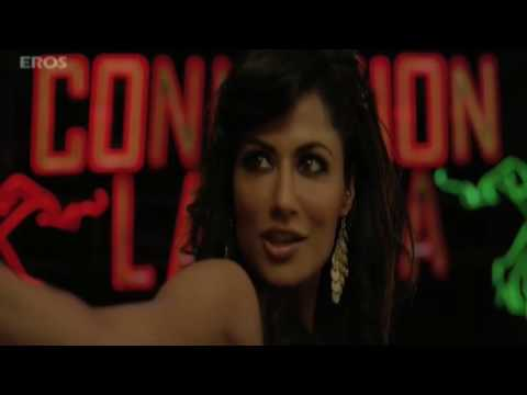 Akshay s shows his hot salsa moves   Desi Boyz (видео)