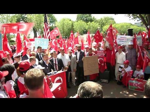Συγκεντρώσεις υπέρ του Ερντογάν σε ΗΠΑ και Σερβία