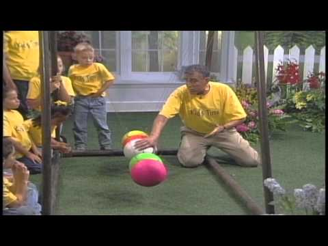 Ben Roy Demonstrate's the Newtonian Cradle - Go Science DVD
