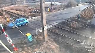 Video Polskie Ulice #106 Kierowco włącz myślenie , pociąg to nie zabawka MP3, 3GP, MP4, WEBM, AVI, FLV April 2019